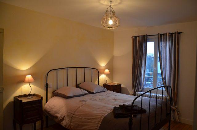 La chambre principale et son confortable lit 160x200. Bonnes nuits !