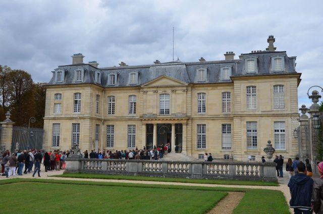 File d'attente à l'entrée du chateau de Champs sur Marne lors des Journées du patrimoine de sept 2013